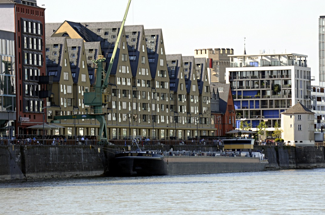 less irregular boxes, Köln