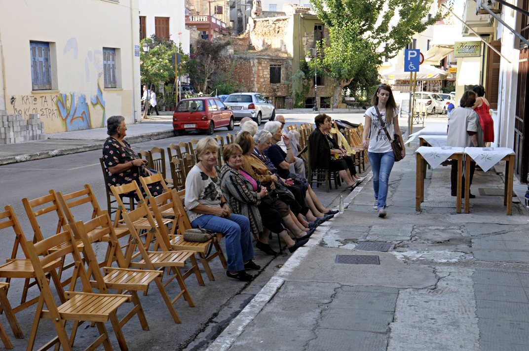 Chania: waiting for the box
